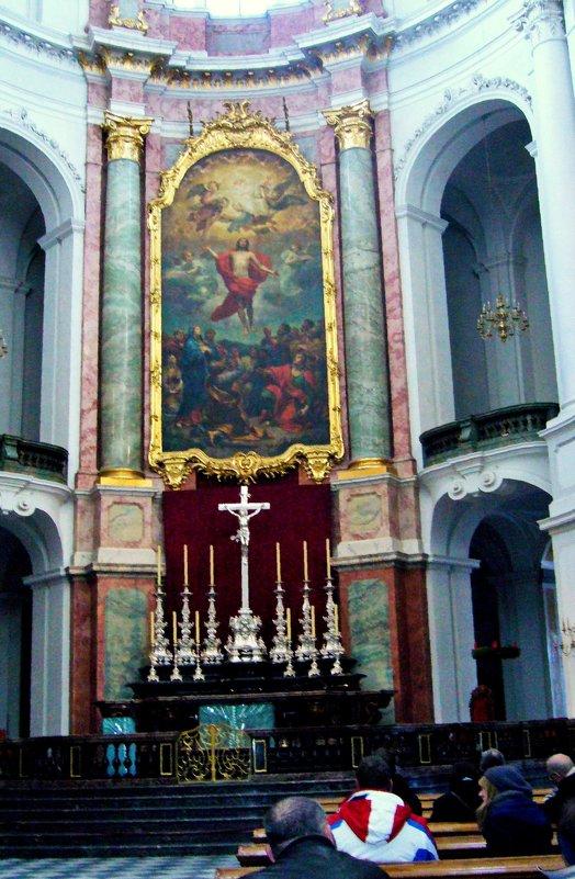 В Кафедральном Католическом соборе Св. Троицы в Дрездене - Наталья Маркелова