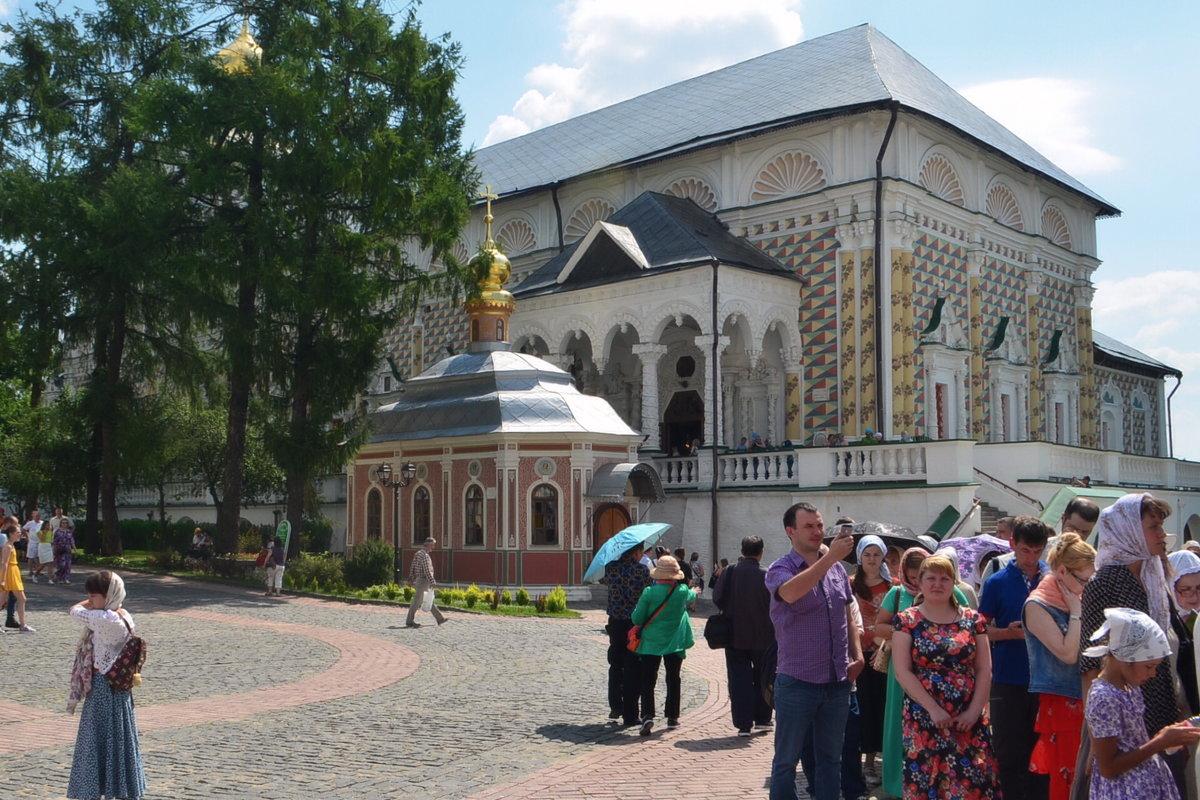 вид на Михеевскую церковь и вход в трапезные палаты - Галина R...