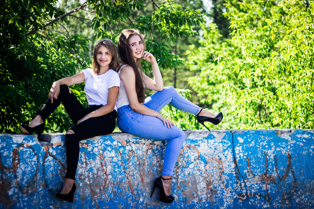 Юные и красивые подруги - Татьяна Зайцева