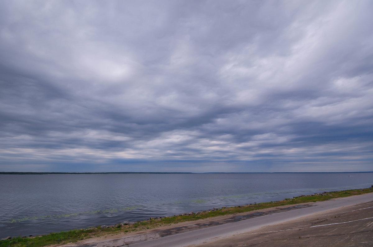 Тяжелое небо у берега Козьмодемъянска - Сергей Тагиров