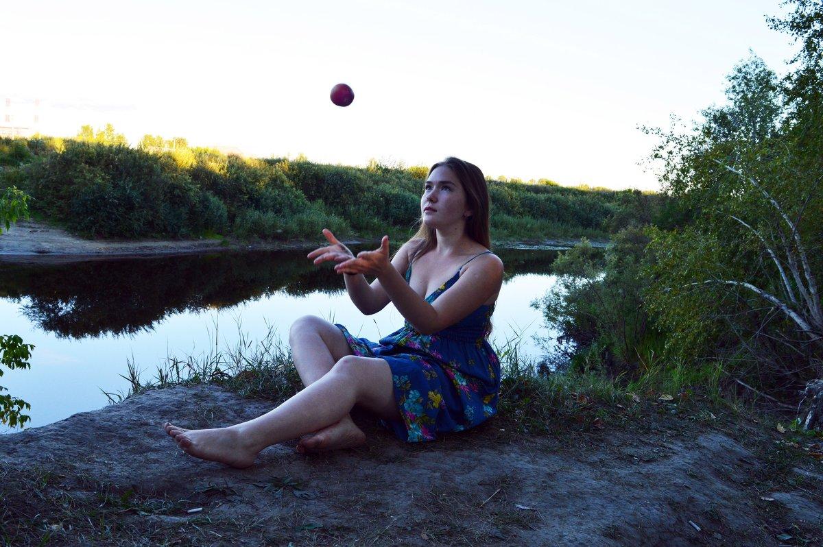 На берегу реки - Анна Волкова