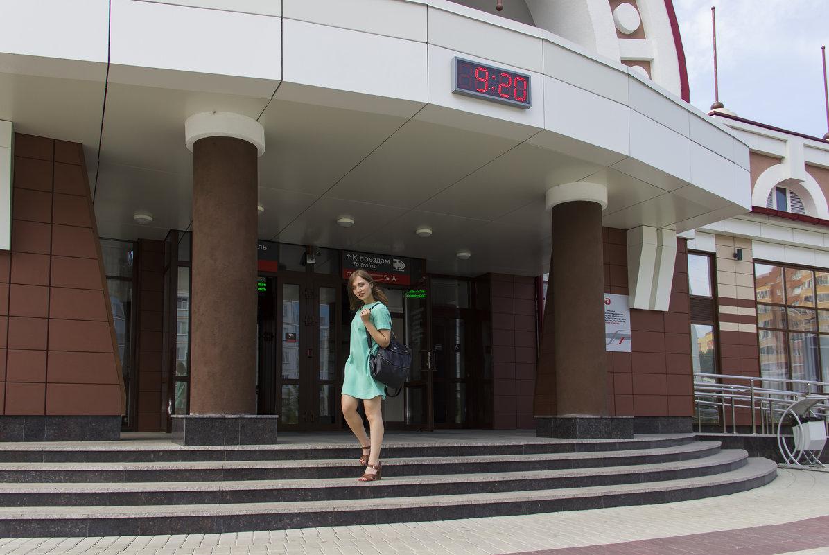 На ступеньках вокзала - Дима Пискунов