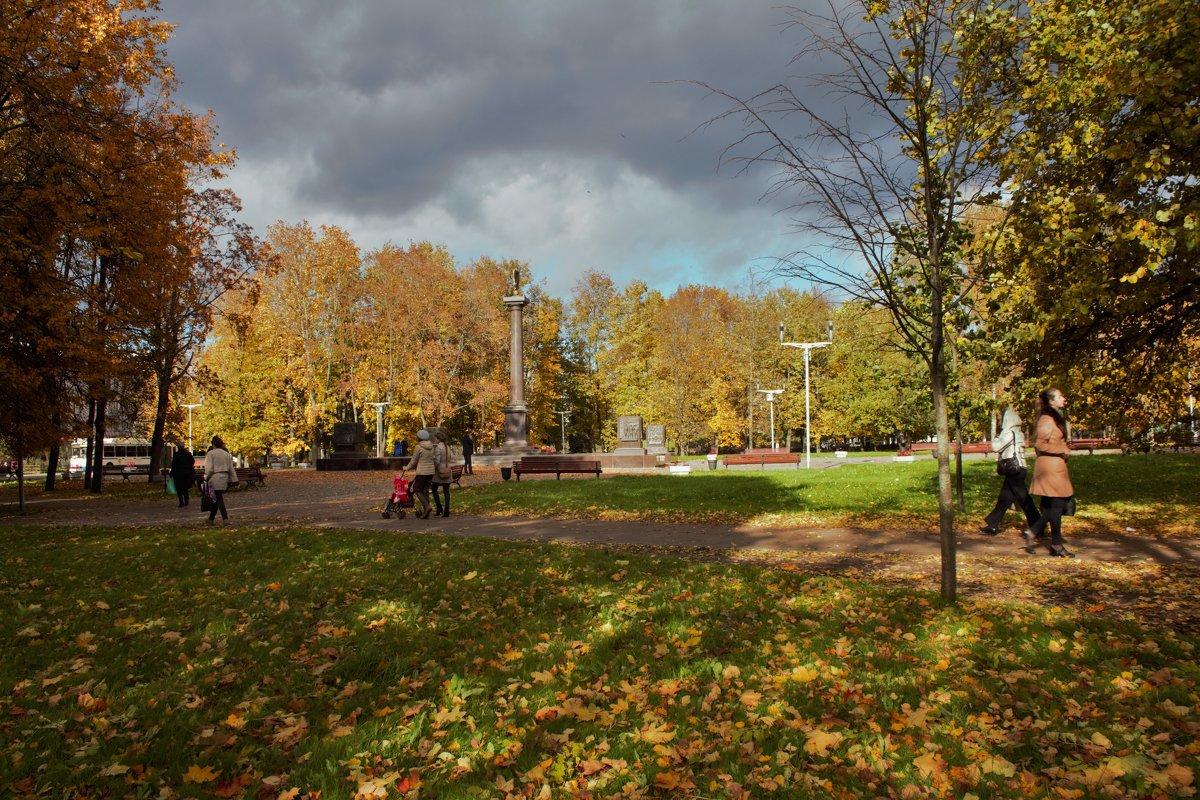 Осенние краски в городе - Олег Фролов