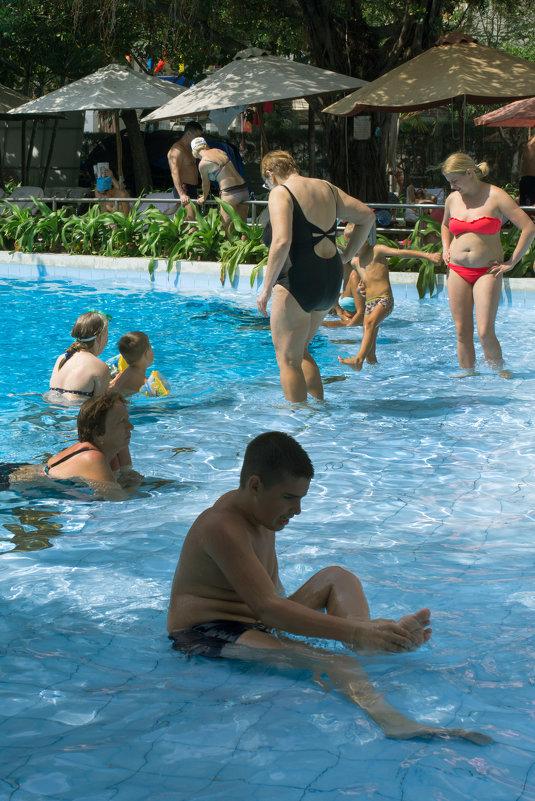 В бассейнах Нячанга - Виктор Куприянов