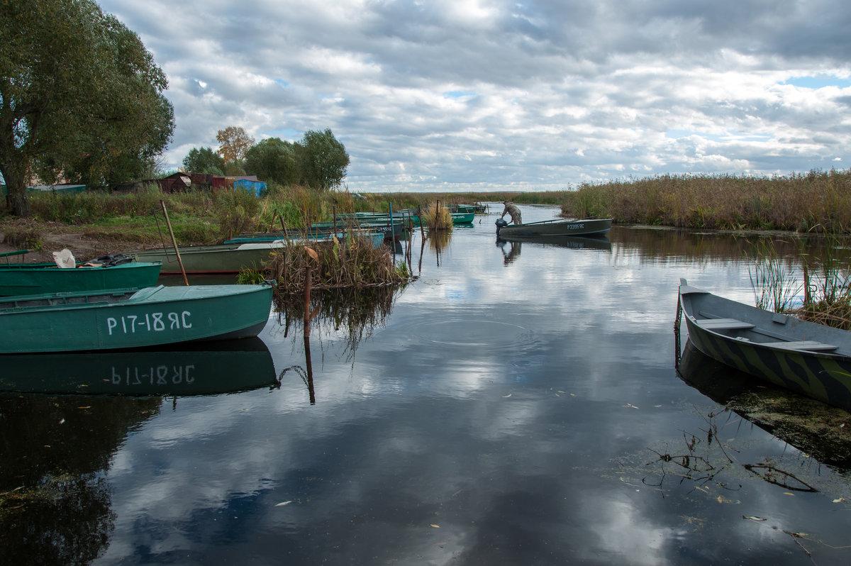 Лодки на озере Неро - Alexander Petrukhin