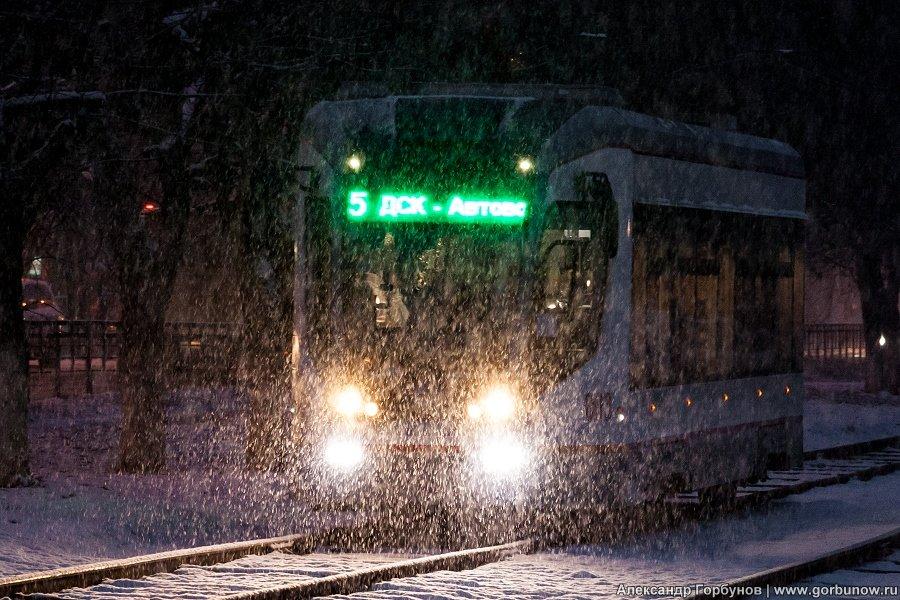 В парк идет трамвай усталый... - Александр Горбунов