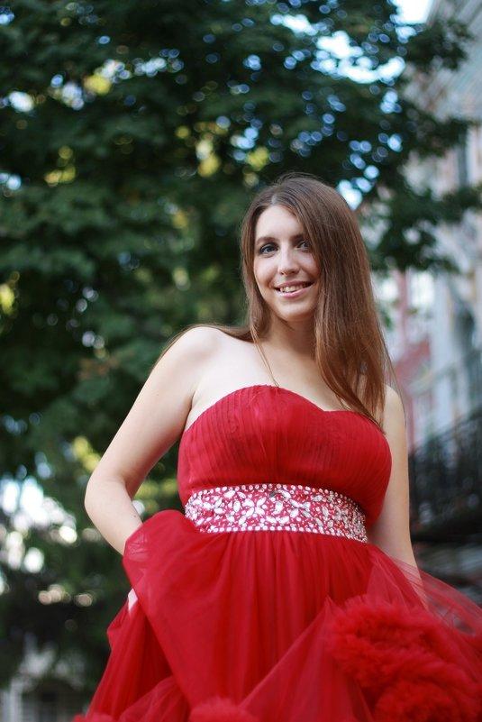 Девушка в красном - Владимир Ненартонис