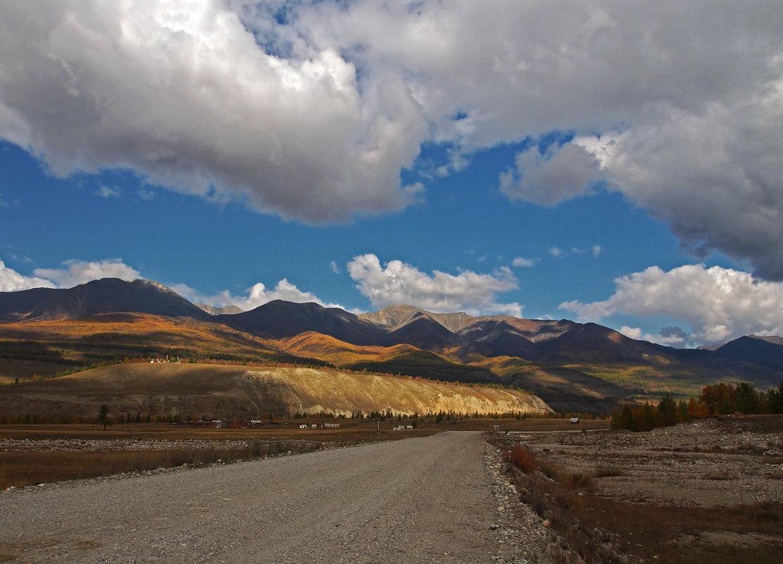 В краю высоких гор и низких облаков... - Александр Попов