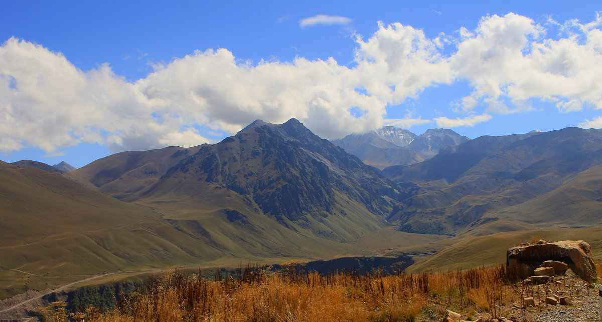 Вид на г. Каракая (3350 м.), г. Чаткара (3898м) и  Урочище Джилы-су - Vladimir 070549