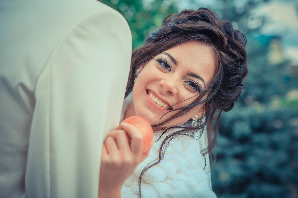 Яблочко хочешь? - Ирина