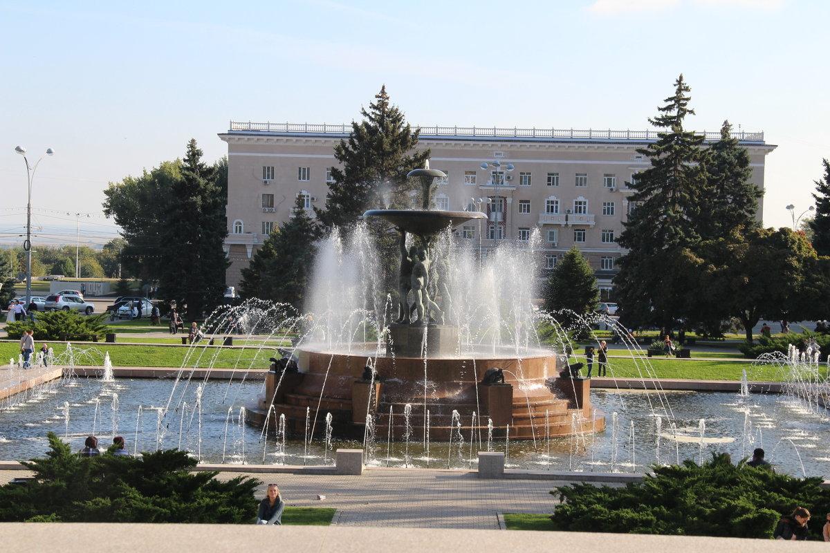Ростовский осенний фонтан - Марина Труфанова