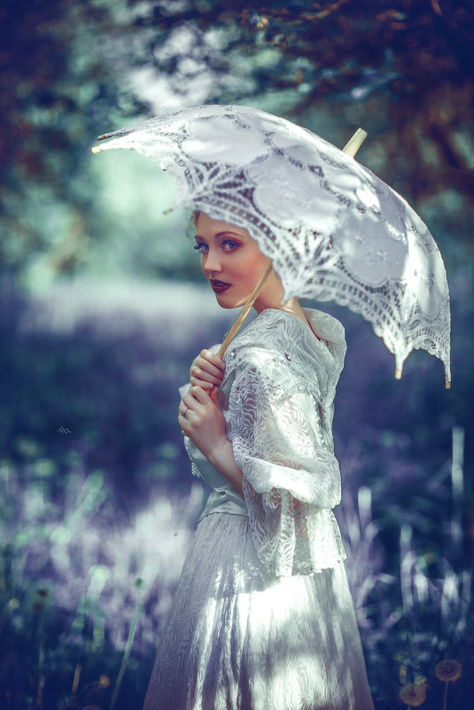 The Lady in White - Ruslan Bolgov