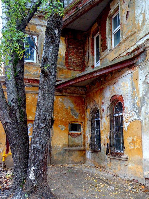 старый дворик - Наталья Сазонова