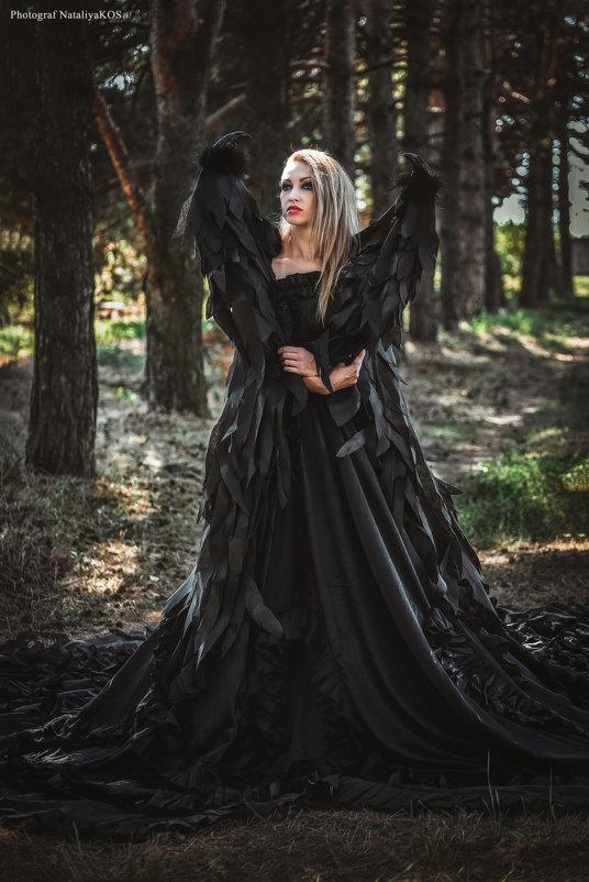 Никогда не заглядывай глубоко в женскую душу, ибо нет там дна, и нет от туда возврата… - Наталия Косянок
