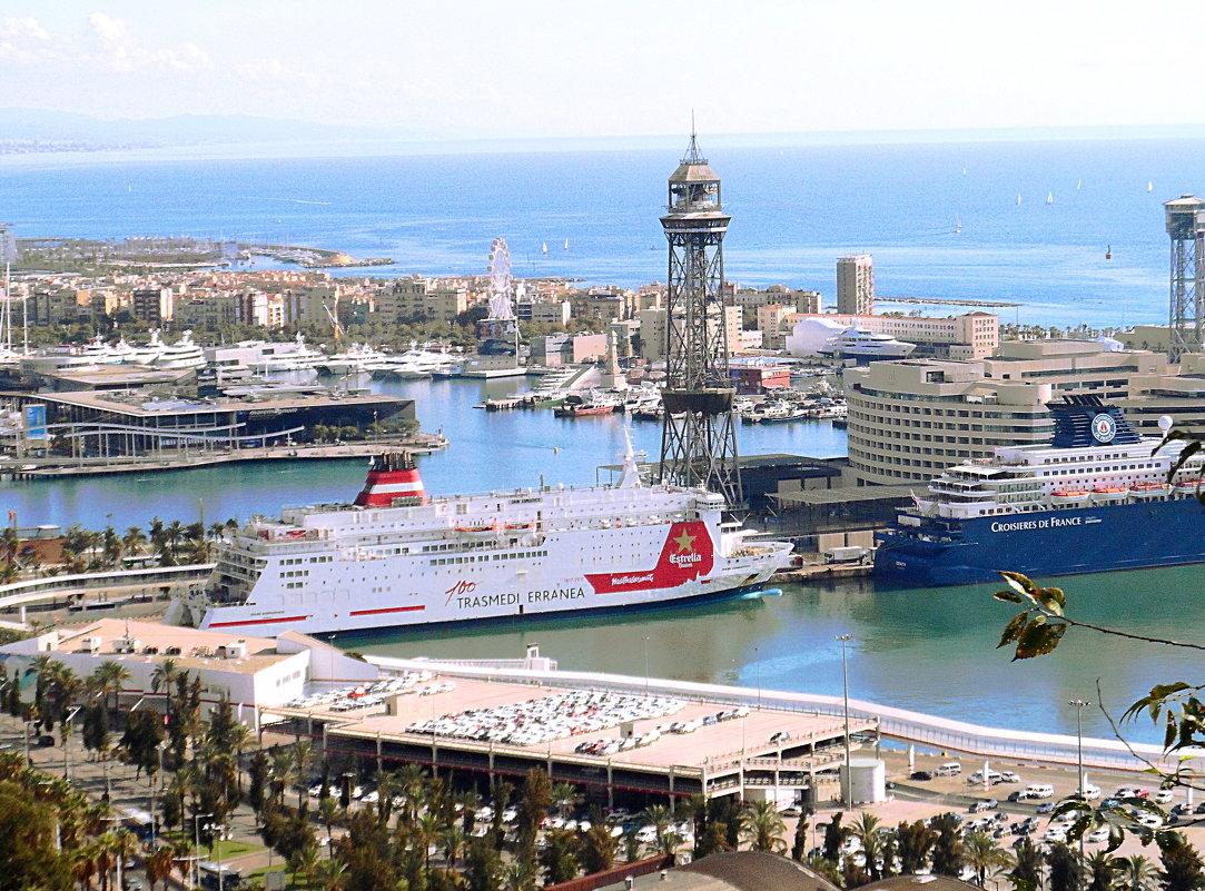 Барселона, Вид на порт с горы Монжуик. - Галина