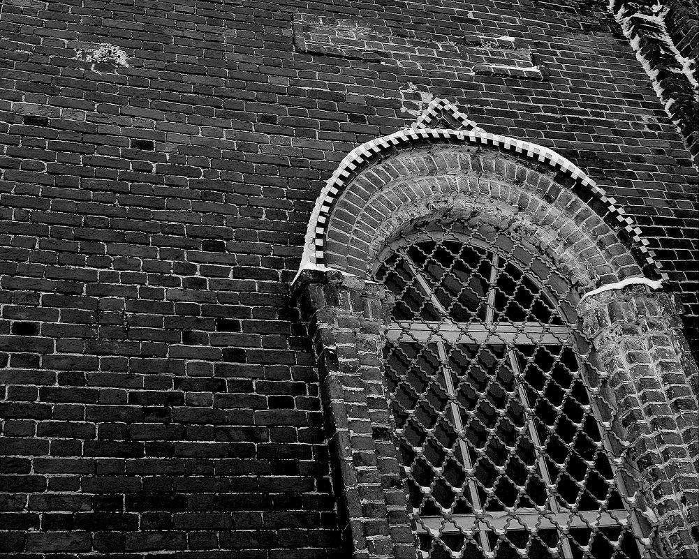Окно заброшенного Храма. - Валерия  Полещикова