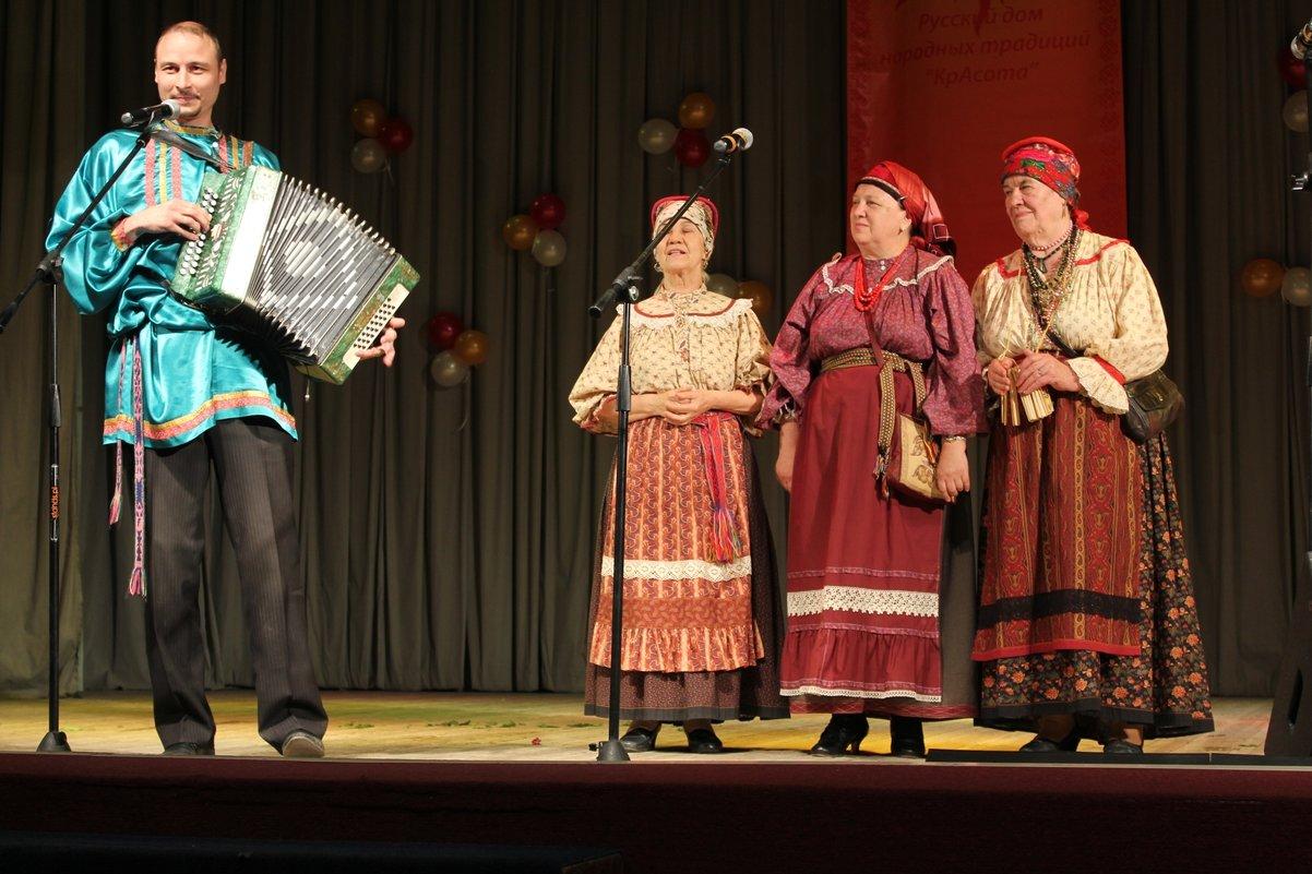 Трио и гармонист - Наталья Золотых-Сибирская