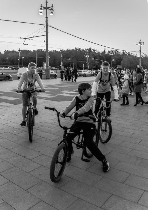 ватажка на велосипедах - Лариса *