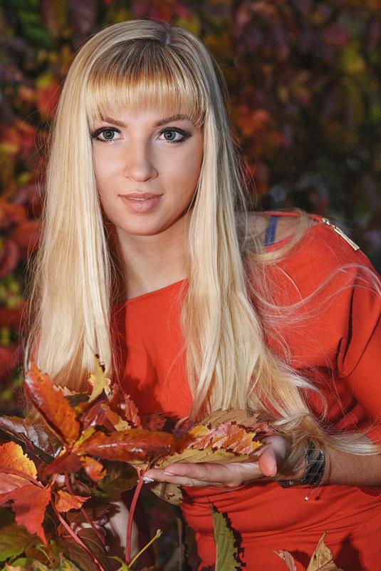 Девушка в красном - Лариса Кайченкова
