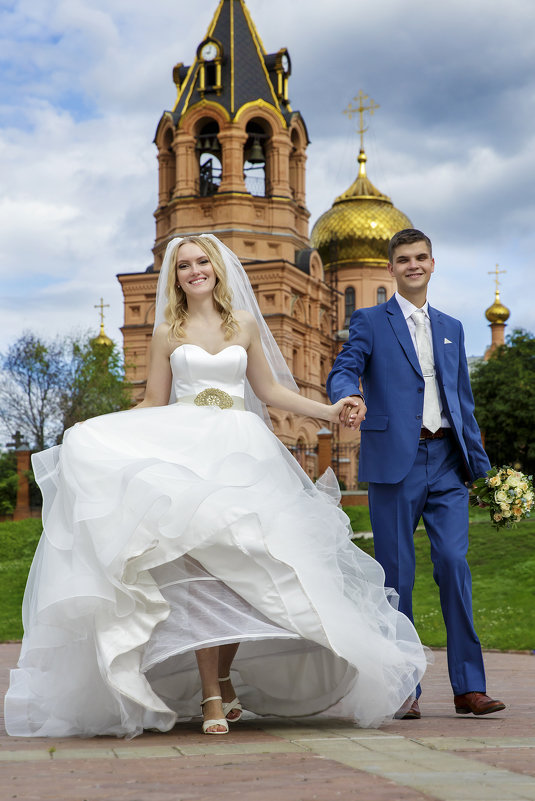 Счастливые молодые - Александр Воронов