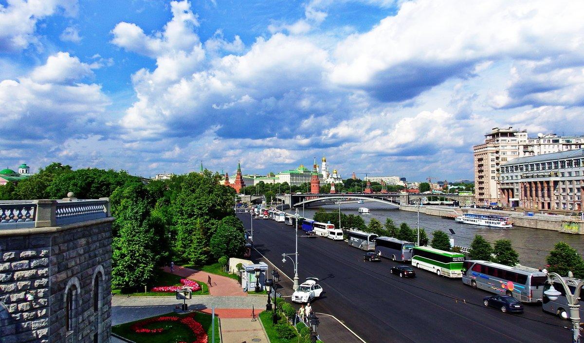Москвы дыхание ловлю... - Лара ***
