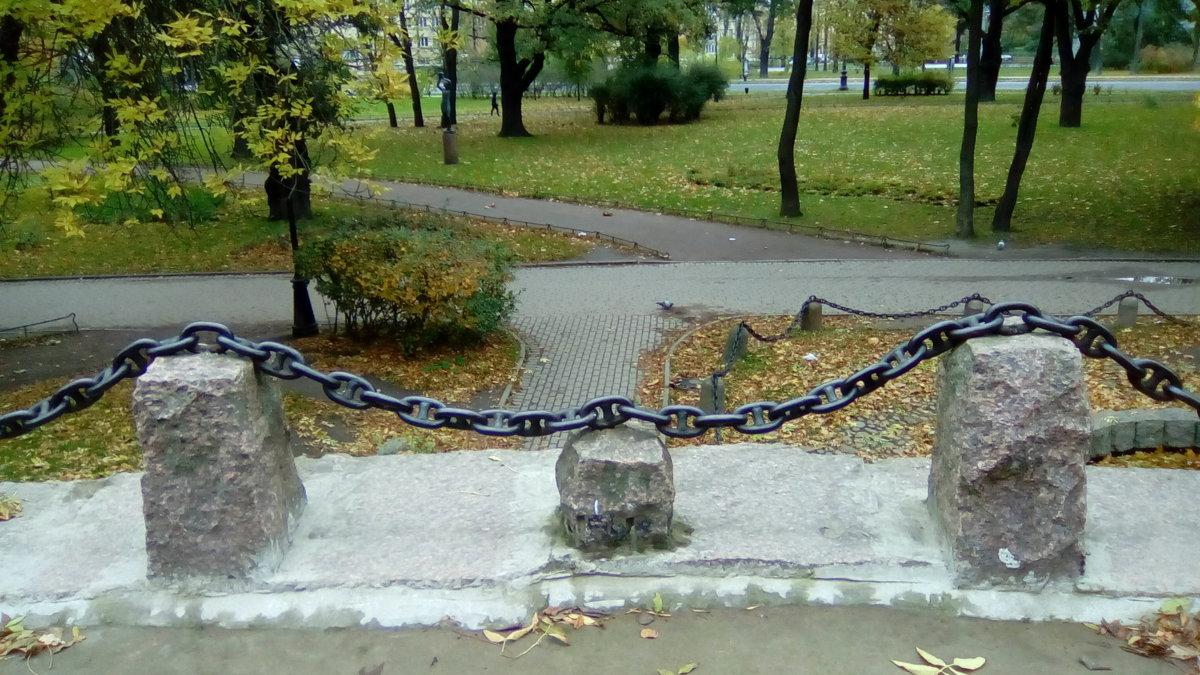 В Александровском парке на крыше грота. (Санкт-Петербург) - Светлана Калмыкова