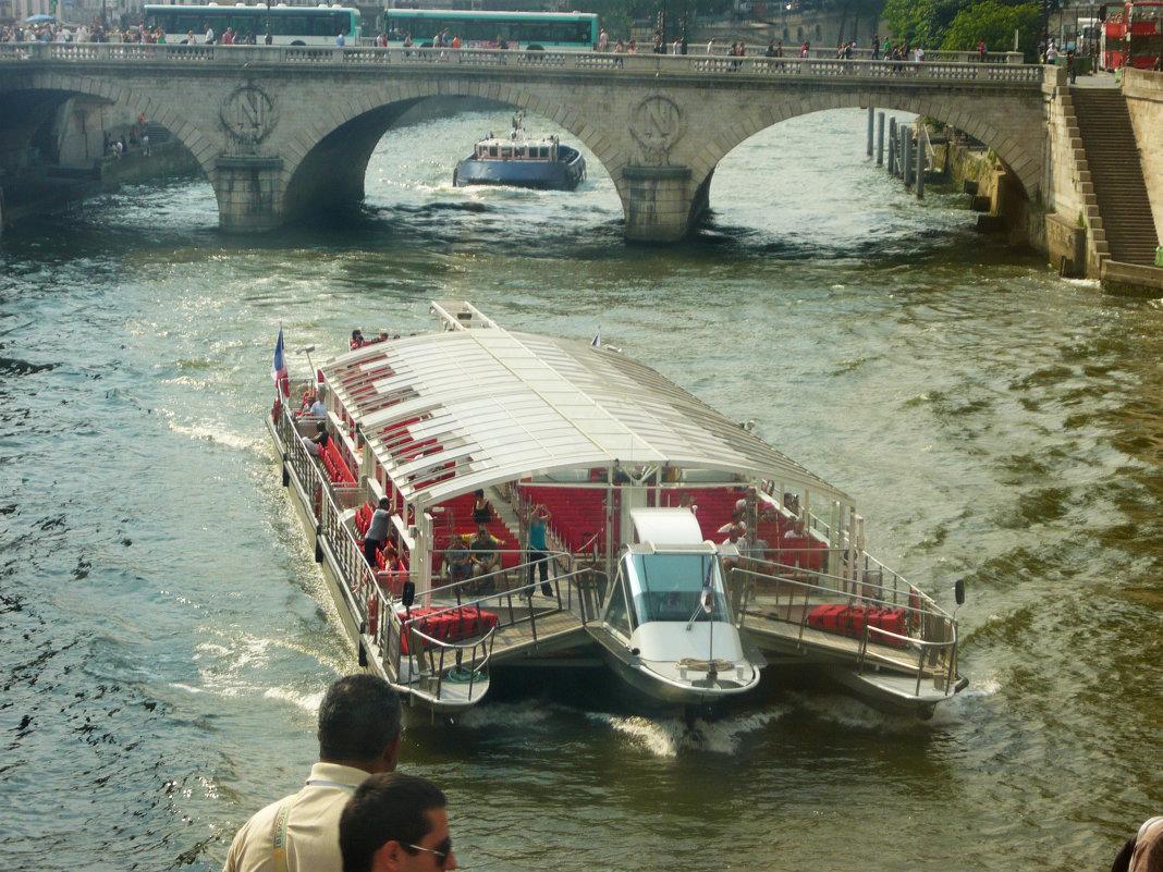Париж. По Сене - Надежда