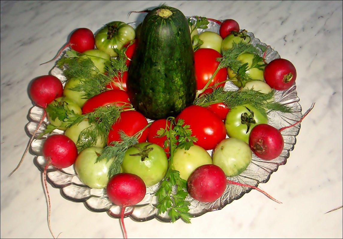 В красно-зелёных тонах - Нина Корешкова