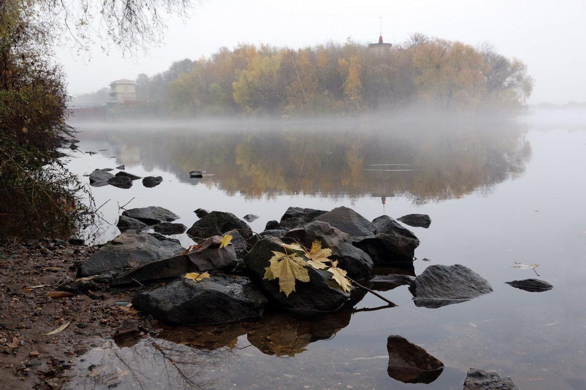 Октябрь - Михаил Бибичков