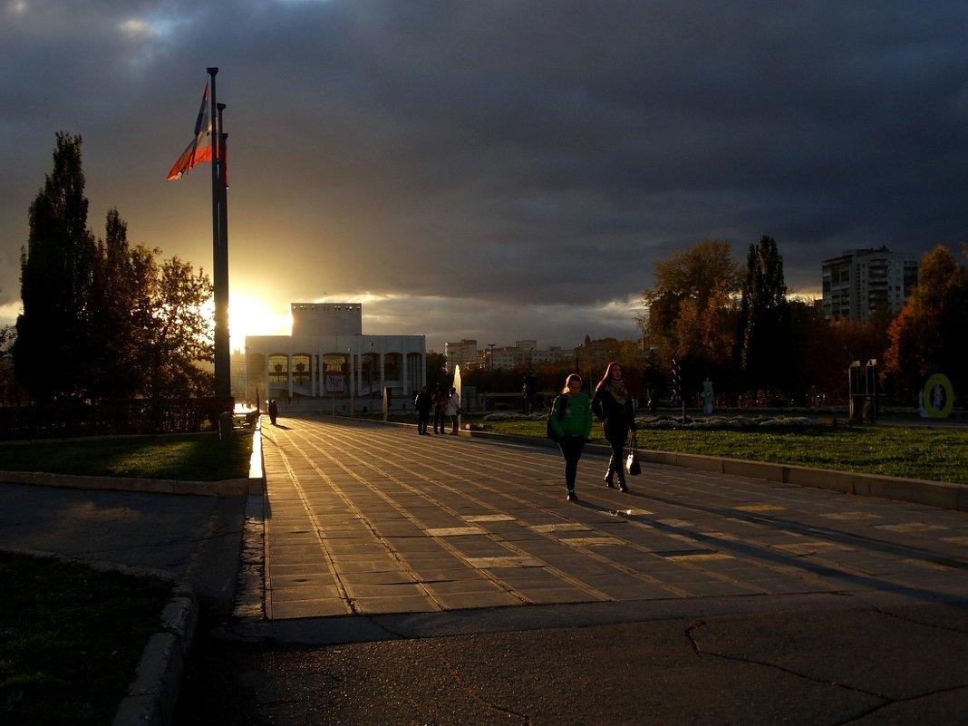 Вечерний свет октября - Валерий Чепкасов