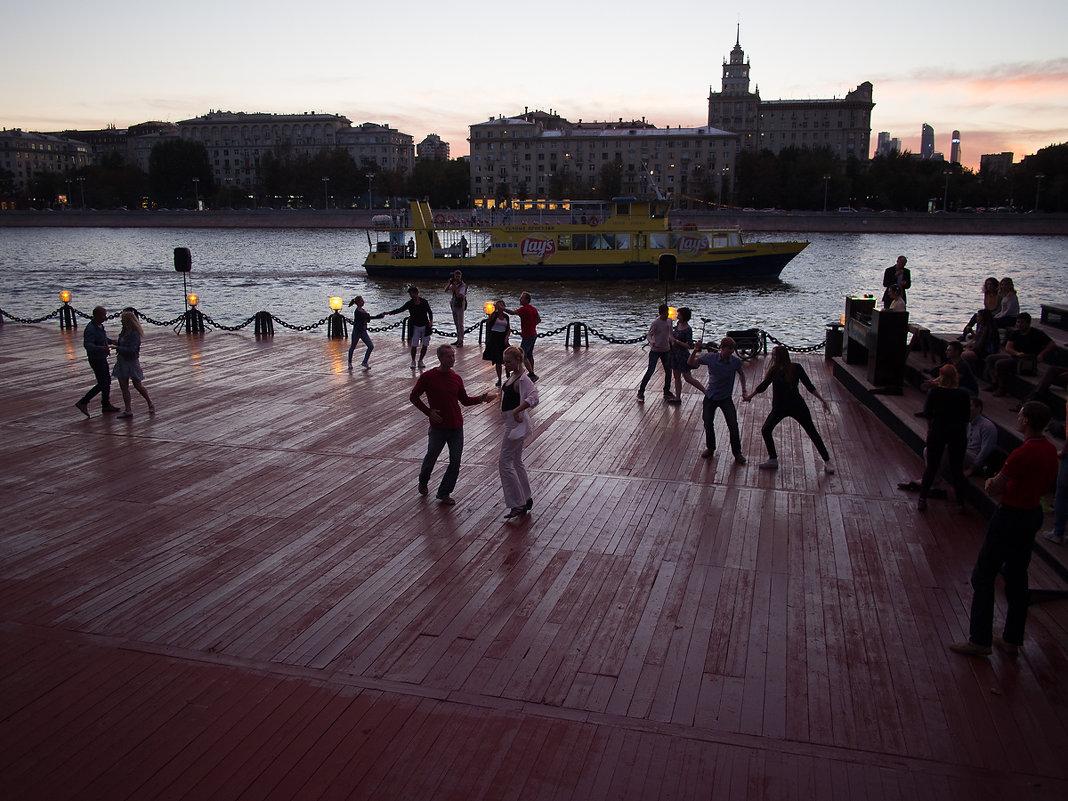 Танцы на набережной - 1 - Руслан Гончар