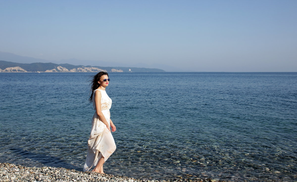 На берегу моря - Виолетта