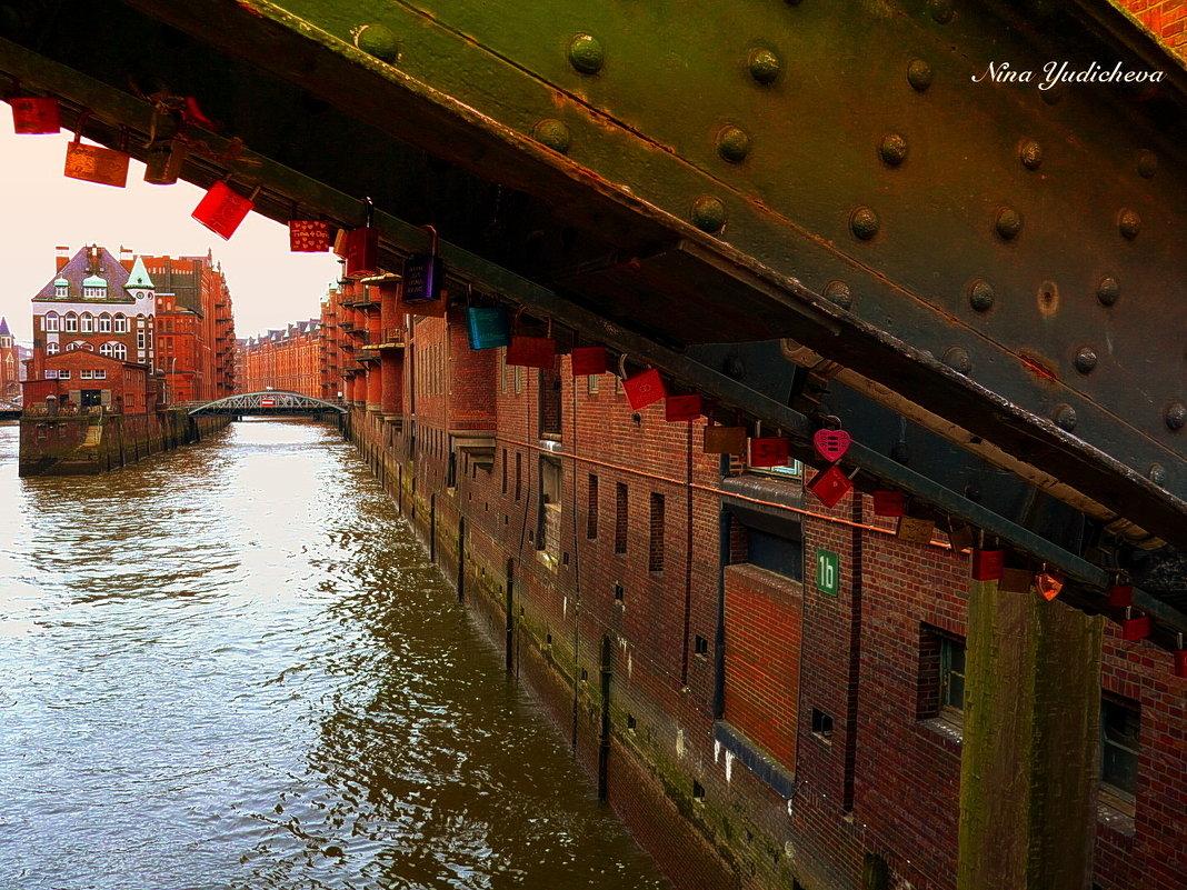 Wasserschloss. Speicherstadt Hamburg - Nina Yudicheva