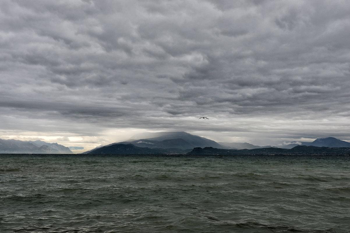 На озере Гарда плохая погода - Valeriy(Валерий) Сергиенко