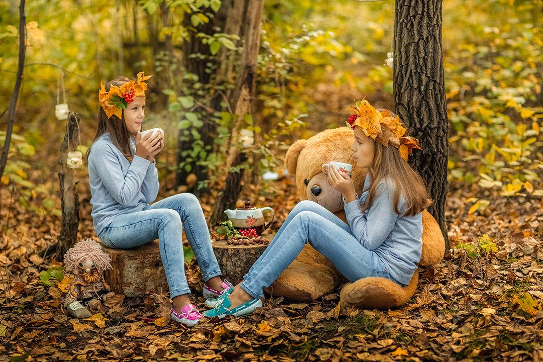 Две сестры в осенем лесу - Ольга Невская