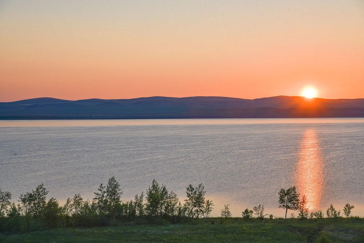 Восход над озером. - юрий Амосов