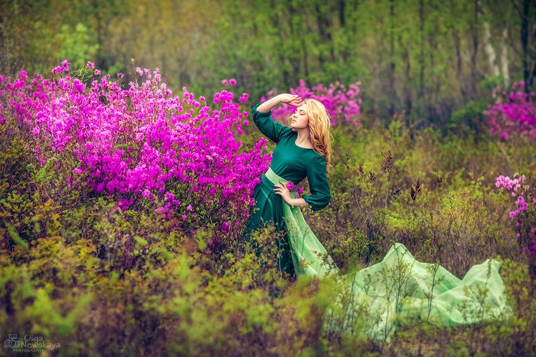 Девушка в лесу и рододендрон. - Ольга Невская