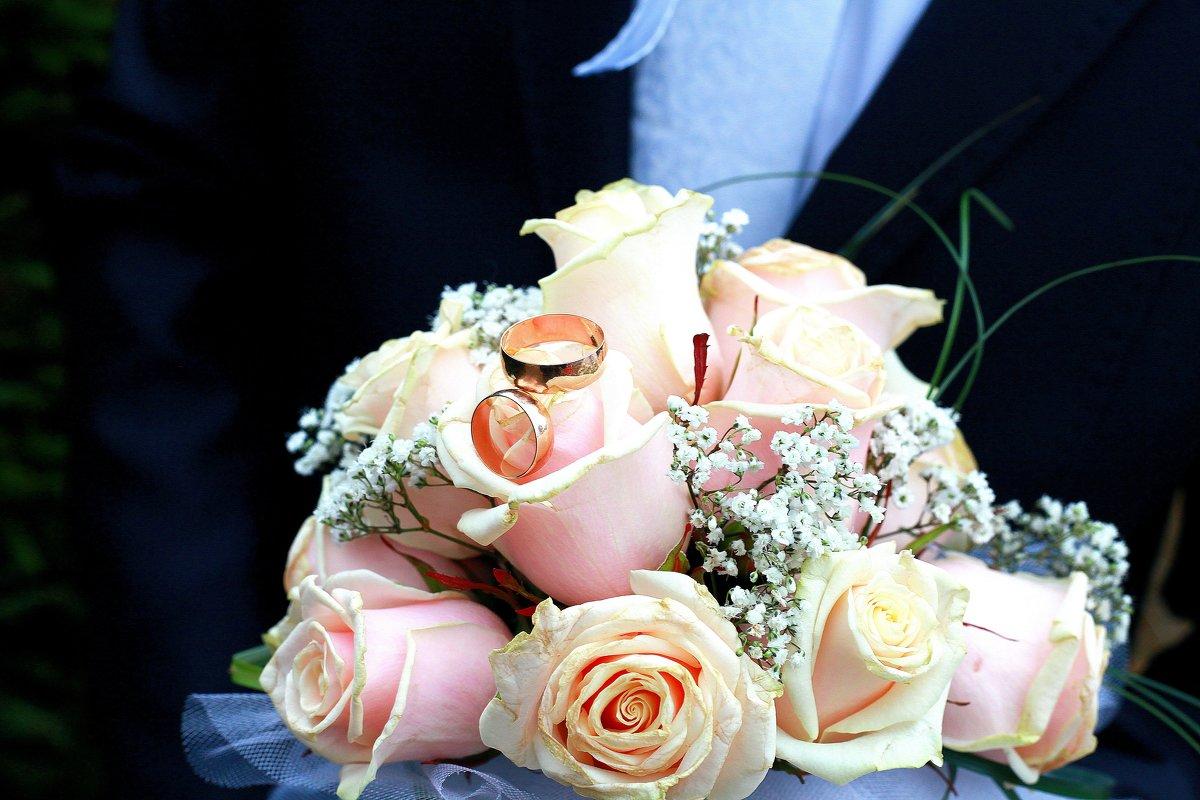 нехай кохання ніколи нев'яне як квіти... - Людмила Левенець