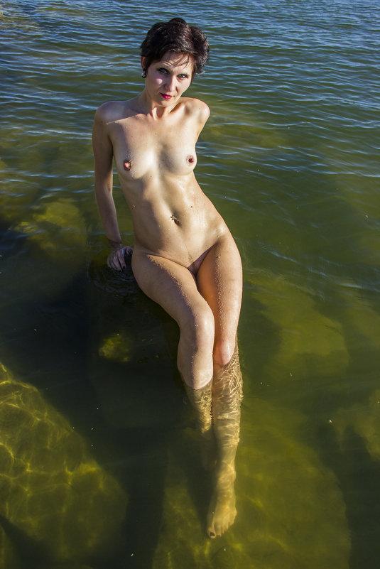 В воде на камнях - Дима Пискунов