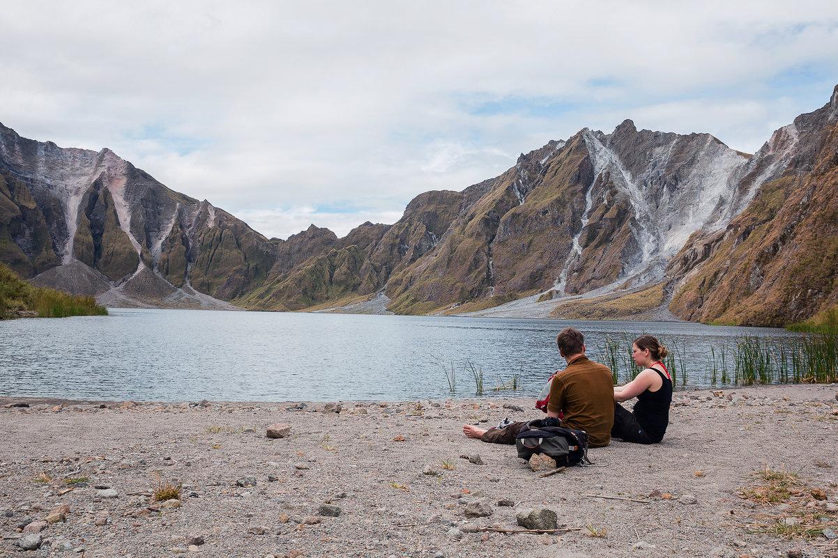 отдых на берегу кратерного озера - Надежда Шемякина