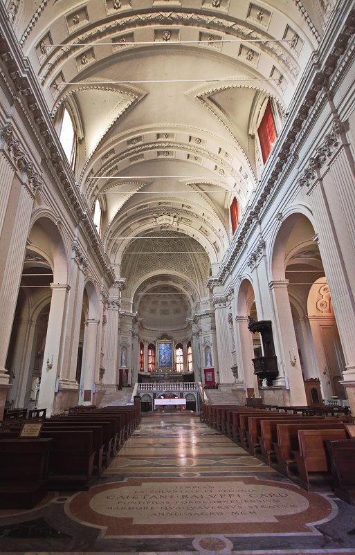 Duomo Imola....Белый Алтарь - M Marikfoto