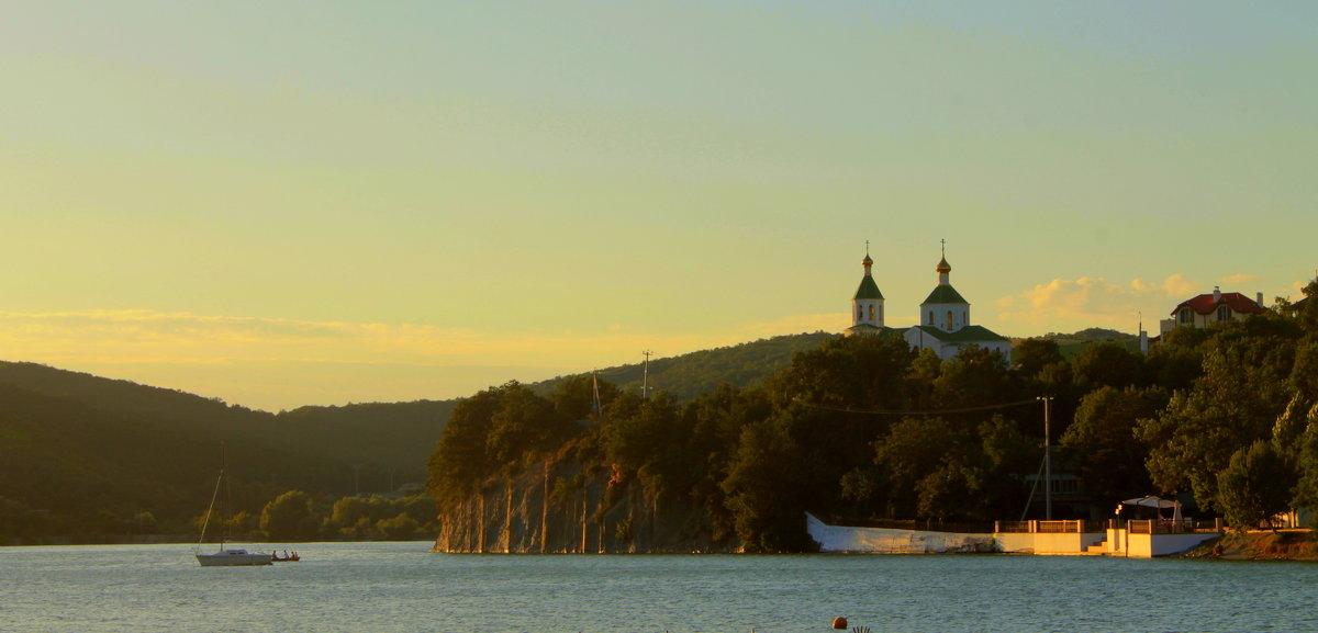 .. Озеро Абрау-Дюрсо, или там, где рождается шампанское..!!! .. - Арина Дмитриева