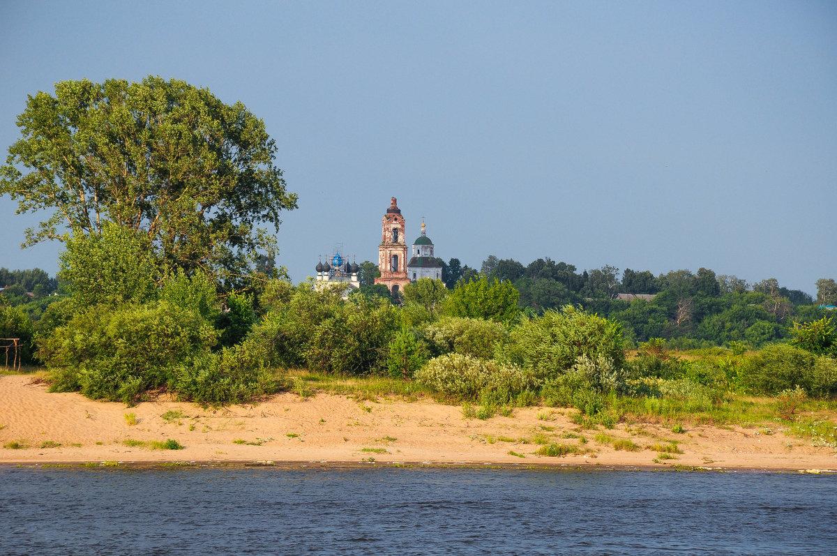 Старая церковь на берегу Волги - Сергей Тагиров