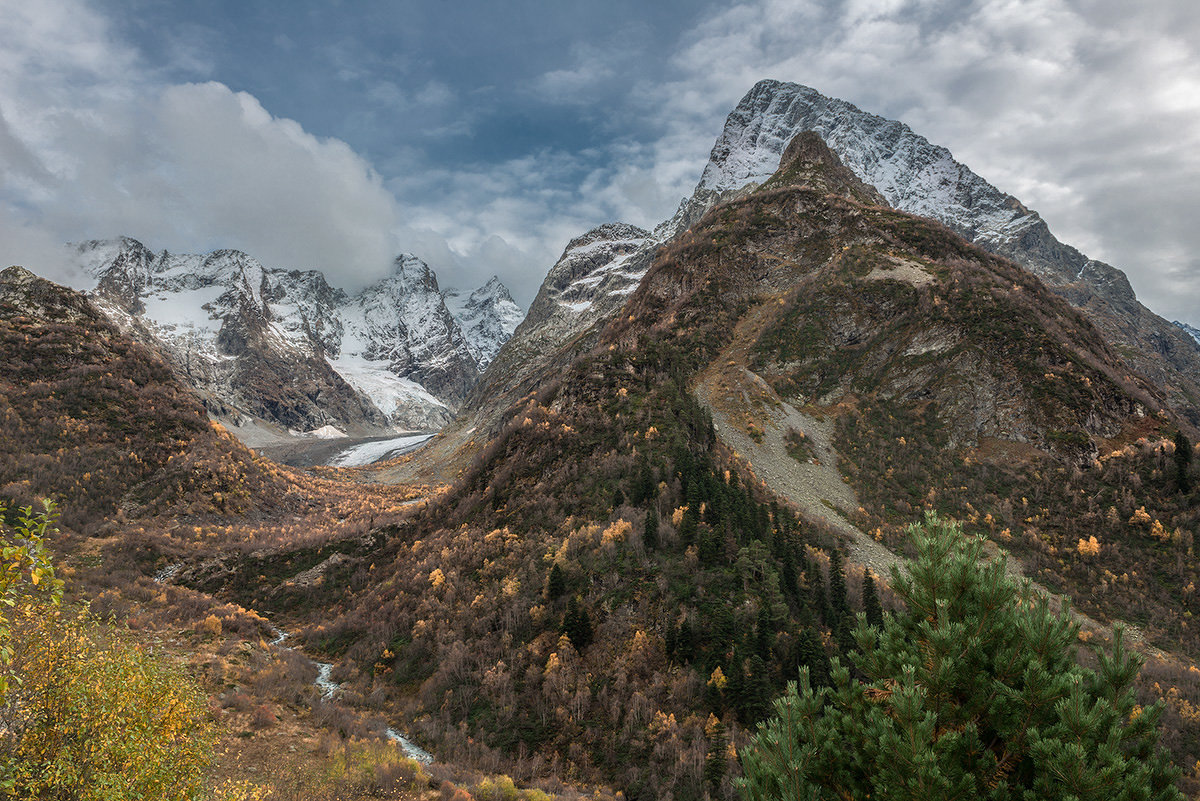 гора Чотча (3637 м ) и ледник Хакель. - anatoly Gaponenko