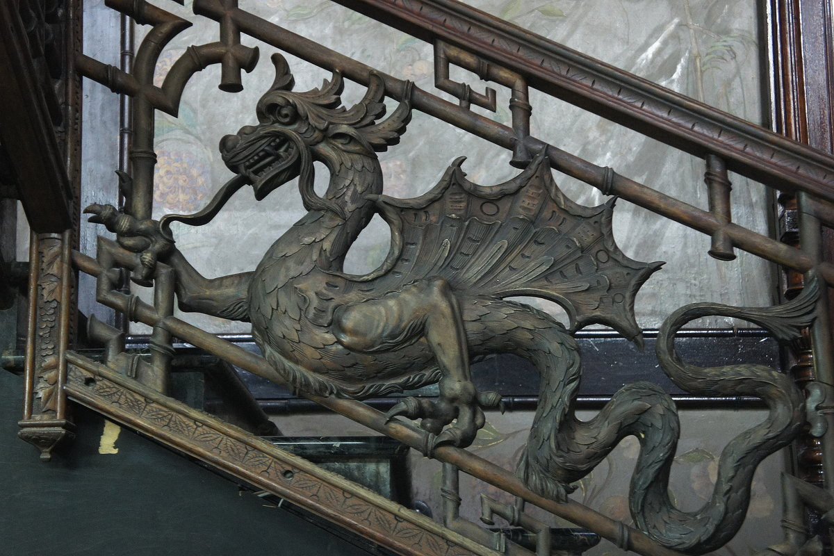 Перила парадной (чугунной) лестницы с драконами - Елена Павлова (Смолова)
