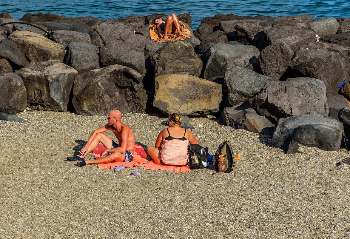 На диком пляже.. - Виктор Льготин
