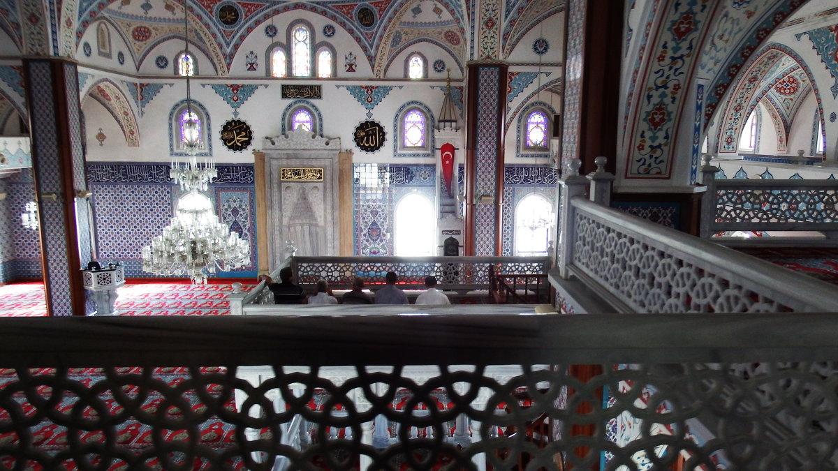 В мечети Манавгата. - Лара ***