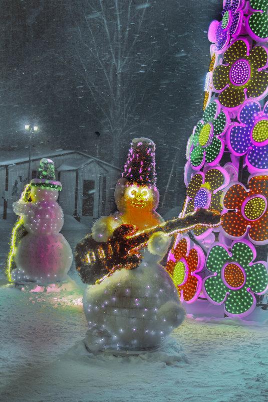 """Снеговики зажигают."" - victor buzykin"
