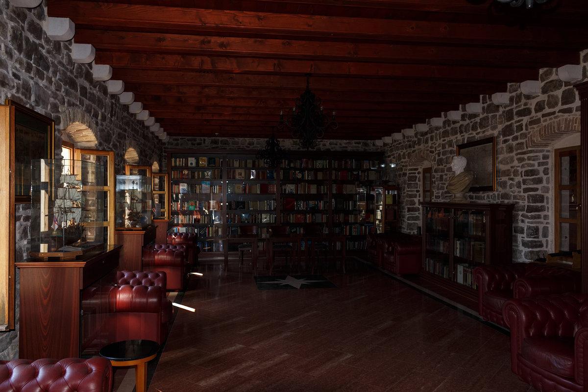 Библиотека в Цитадели старой Будвы - Вадим *