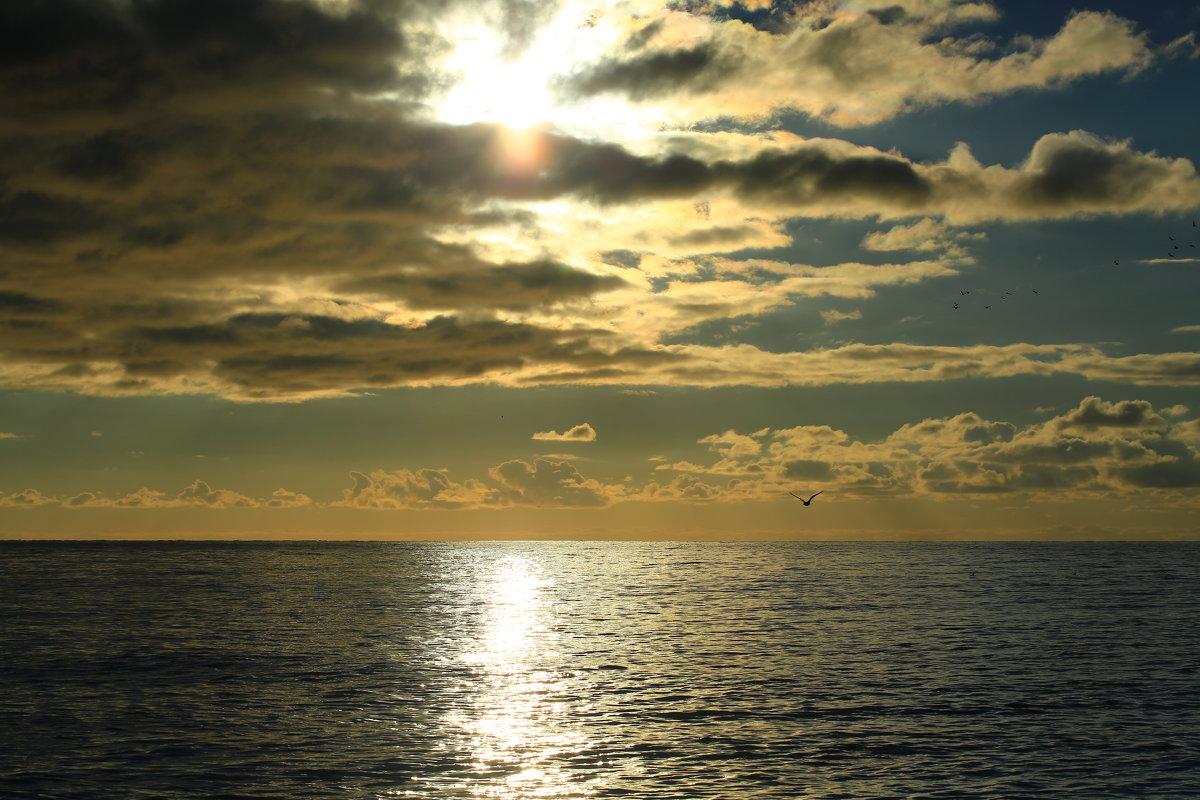 Уж солнце клонится к закату - valeriy khlopunov